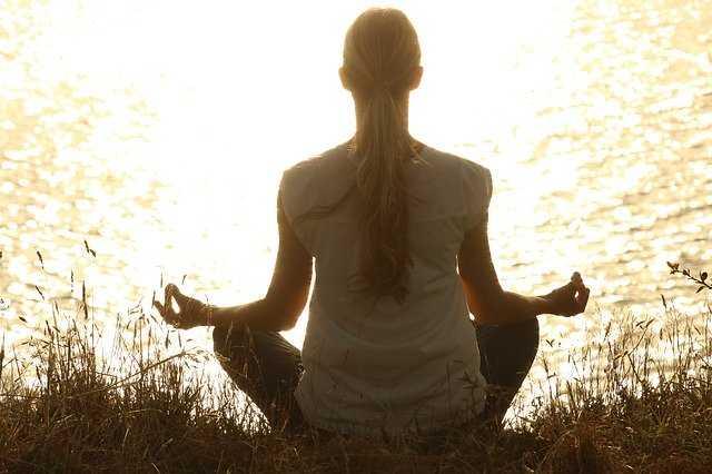 Precautions of Yoga in Hindi